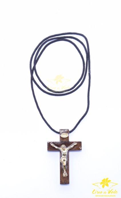 Cordão Crucifixo de madeira em verniz alto brilho - 5,5cm