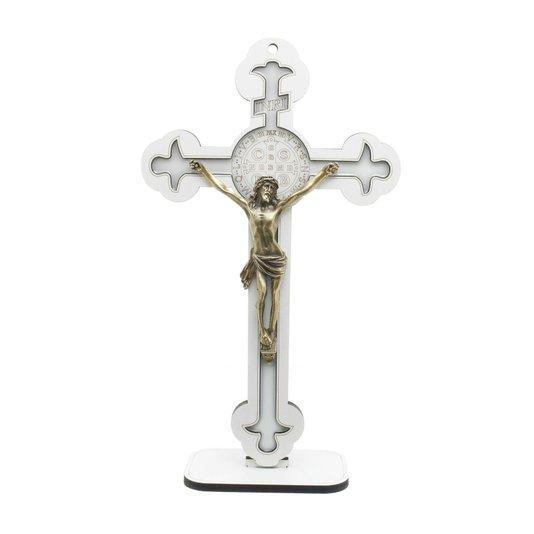 Crucifixo com medalha de São Bento gravada e resinada 30,5cm - branco