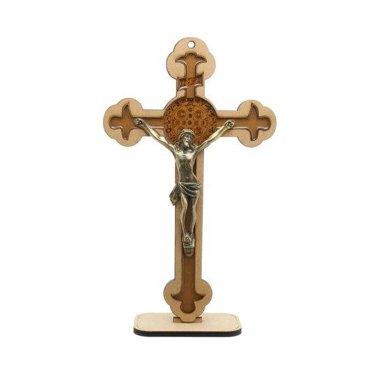 Crucifixo com medalha de São Bento gravada e resinada 30,5cm em MDF