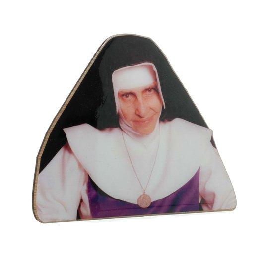 Santa Dulce dos pobres com base em madeira